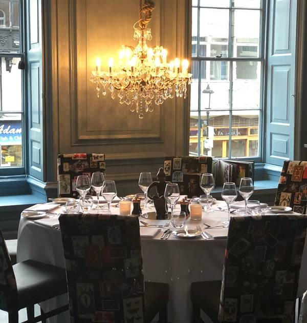 Private Dining Room Set: Private Dining